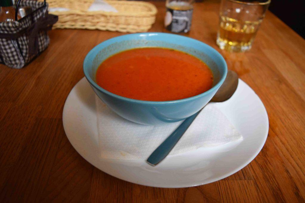 Tomatensuppe im Restoran Nokturno Zagreb