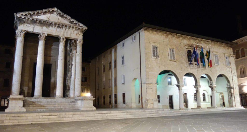 Forum von Pula mit Augustustempel