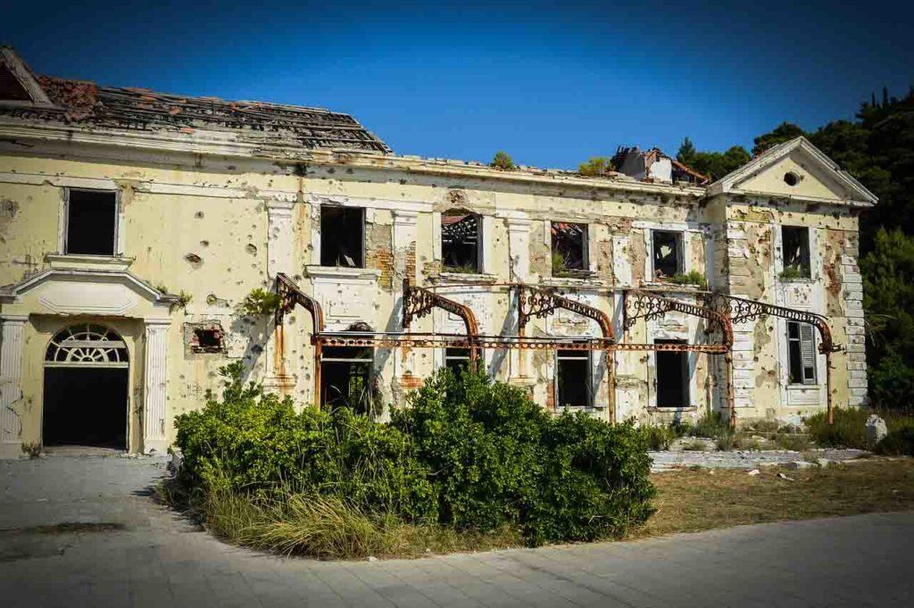 Ruine aus dem Kroatien-Krieg