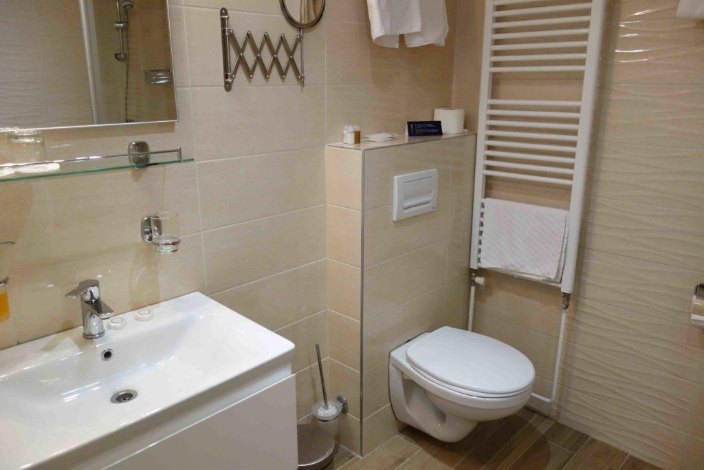 Badezimmer im Hotel Omorika in Crikvenica