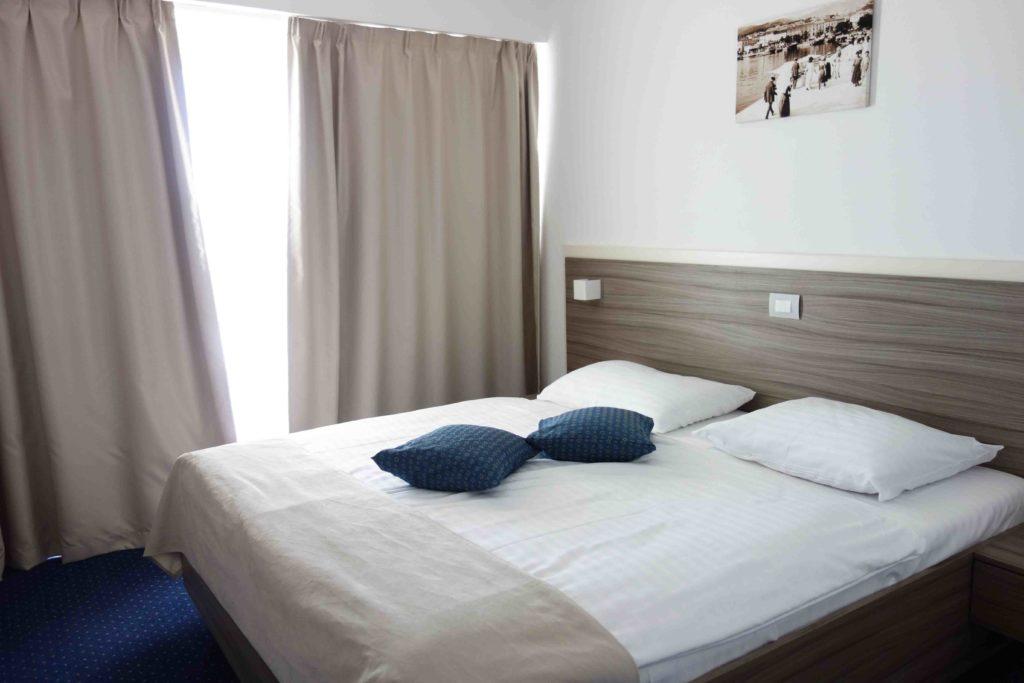 Schlafzimmer im Hotel Omorika in Crikvenica