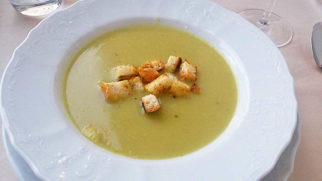 Brokkolisuppe im Restaurant Domino Dramalj