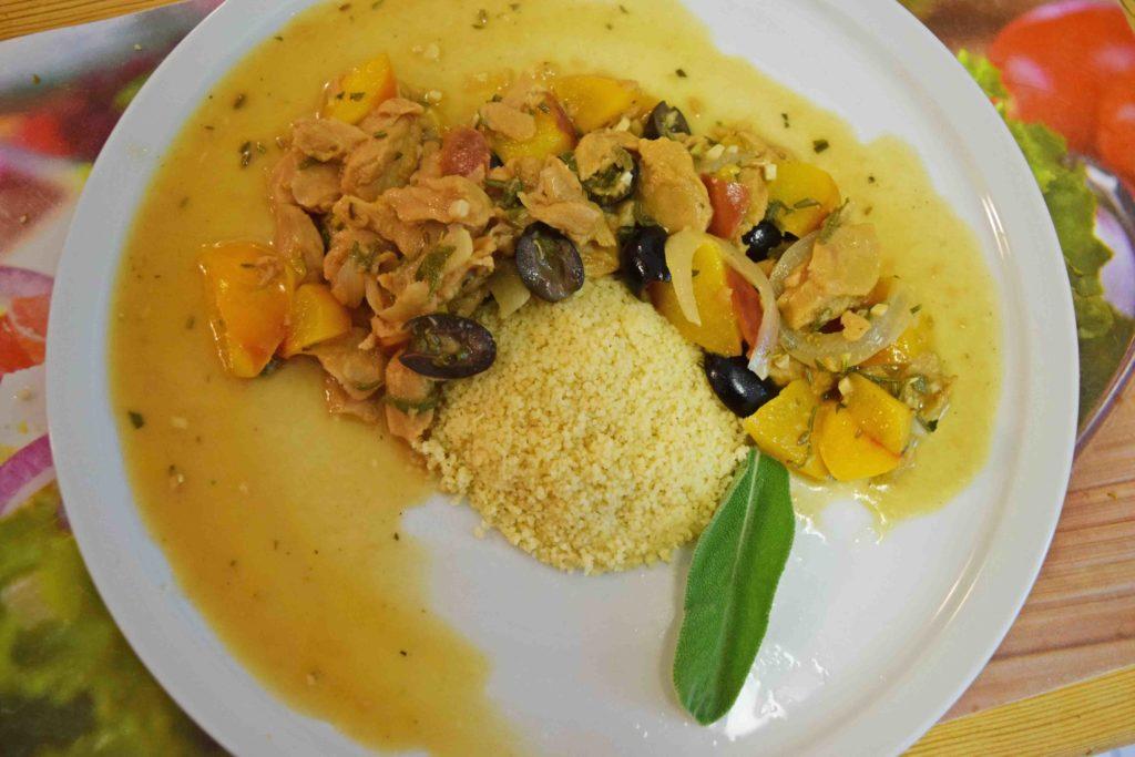 Hühnchen mit Oliven und Nektarinen