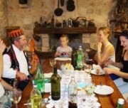Dalmatinischer Abend auf einem Weingut