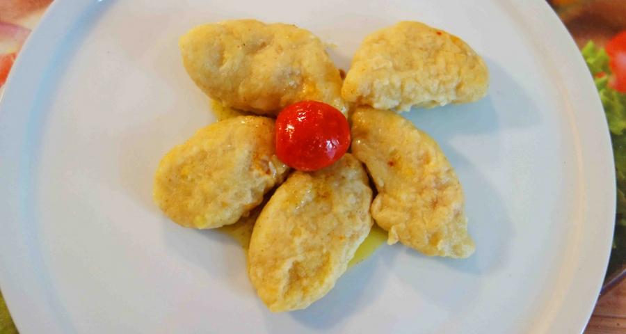 Kartoffelravioli mit Ajvar-Frischkäsefüllung