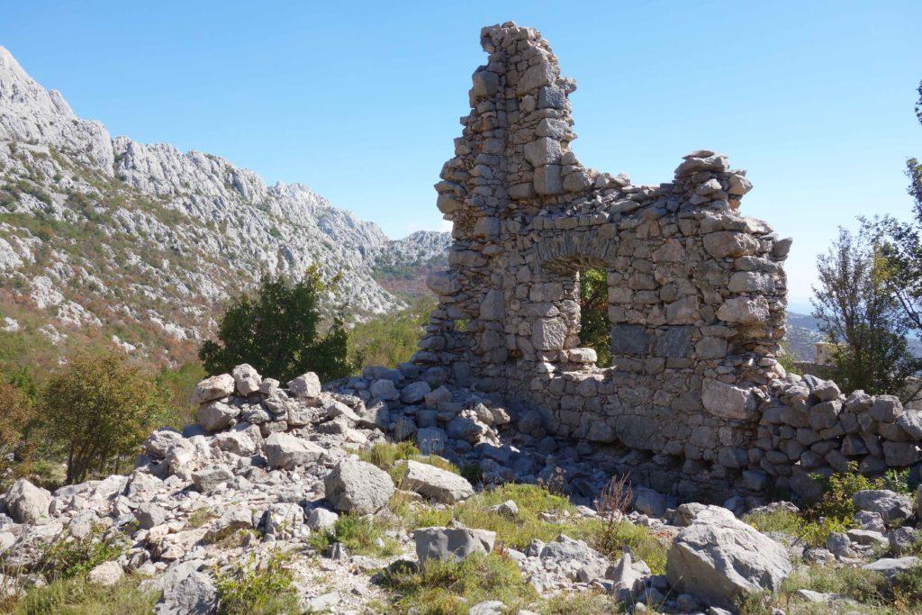 Verlassenes Dorf im Velebit