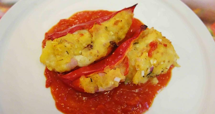 Gefüllte Spitzpaprika mit Kartoffeln und Mozzarella