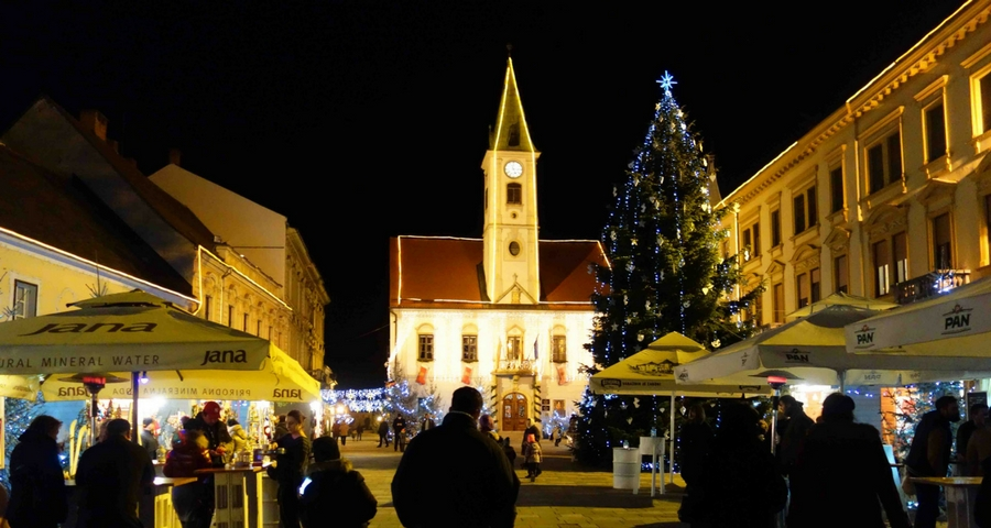 der kleine weihnachtsmarkt in varazdin advent in kroatien. Black Bedroom Furniture Sets. Home Design Ideas