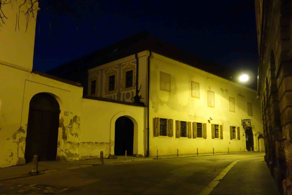 Zagreber Stadtmuseum bei Nacht