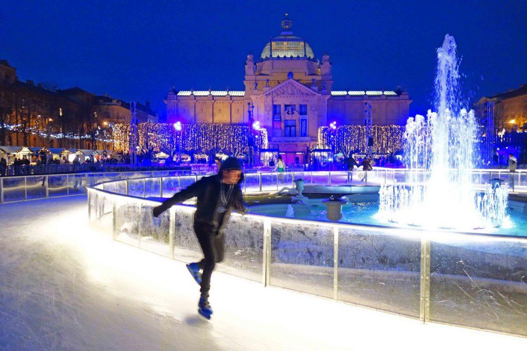 Schlittschuhlaufen Berlin Weihnachtsmarkt.Schlittschuh Laufen Im Ledeni Park Zagreb Weihnachtsmarkt In Zagreb