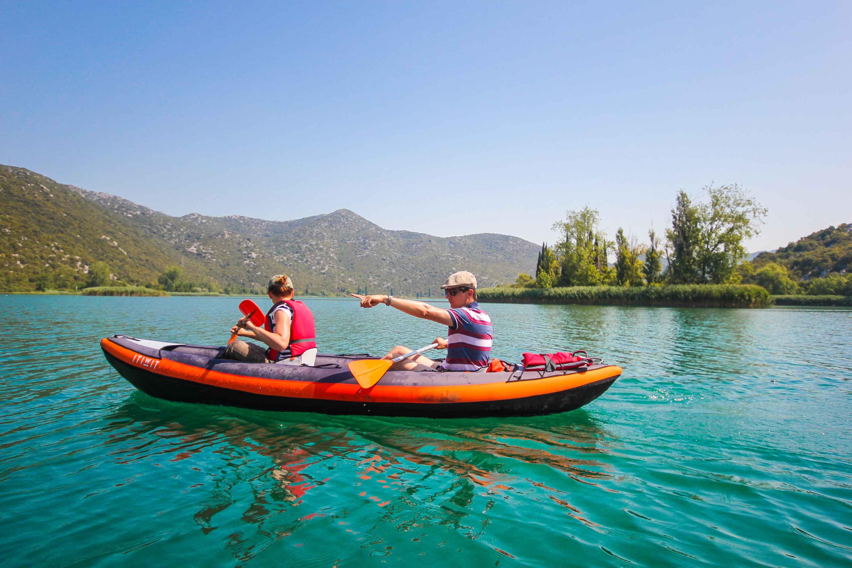 Kayaking auf den Bacina-Seen
