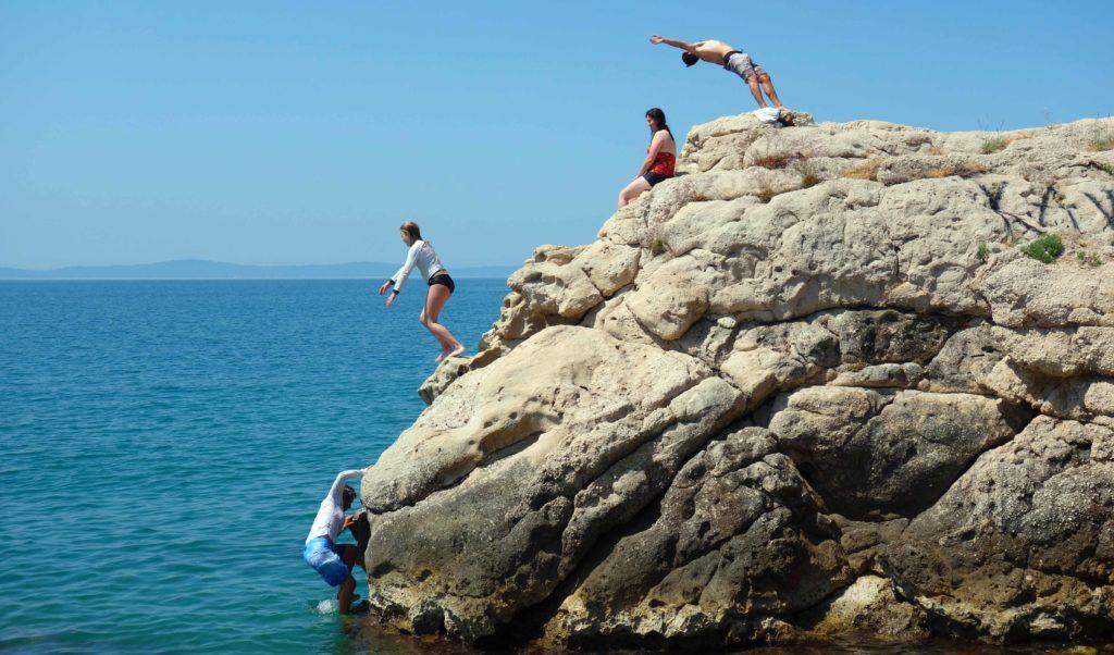 Klippen springen in Kroatien