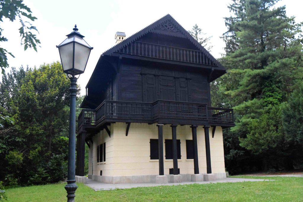 Schweizer Haus im Park Maksimir
