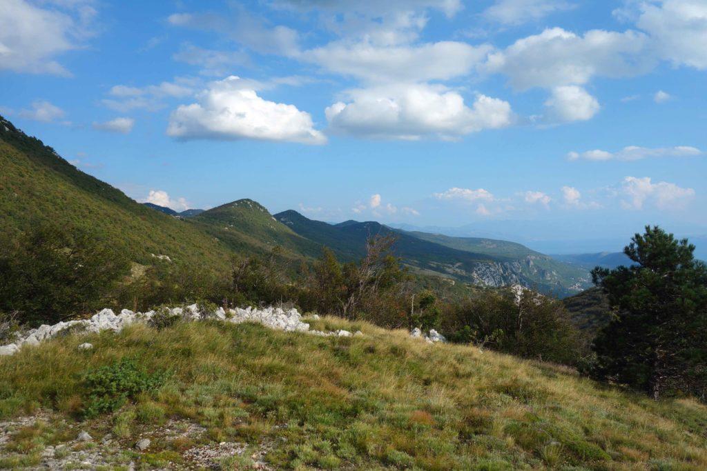 Landschaft in Kroatien beim Paragliding