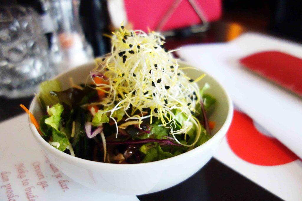 Frischer Salat im Vegeshop Zagreb