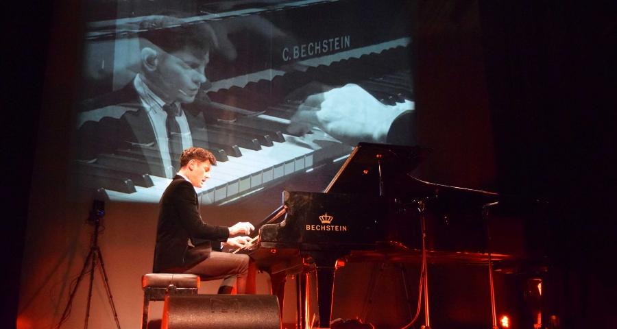 Maksim Mrvica bei einem Konzert in Berlin