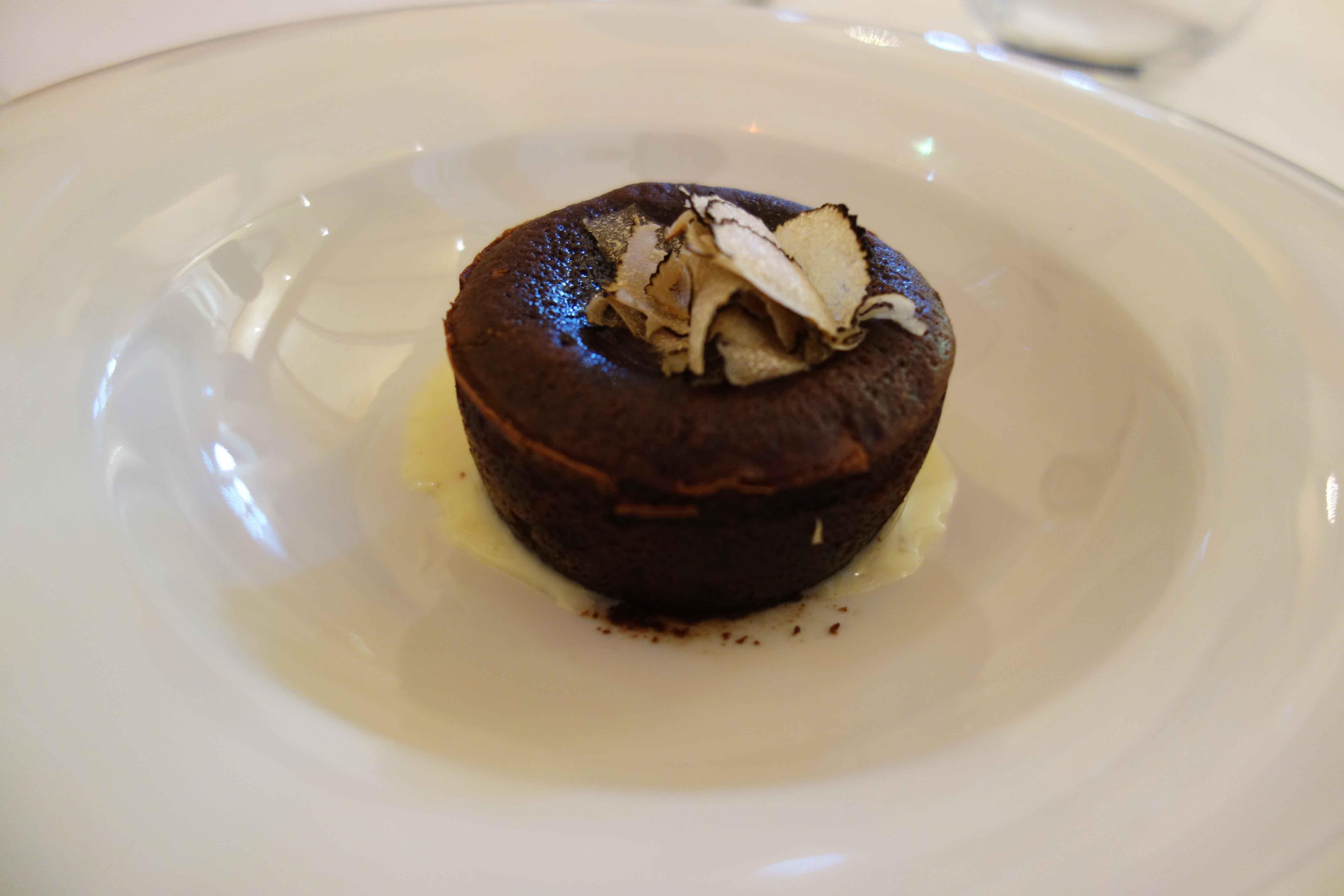Soufflé mit Schokolade und Trüffeln