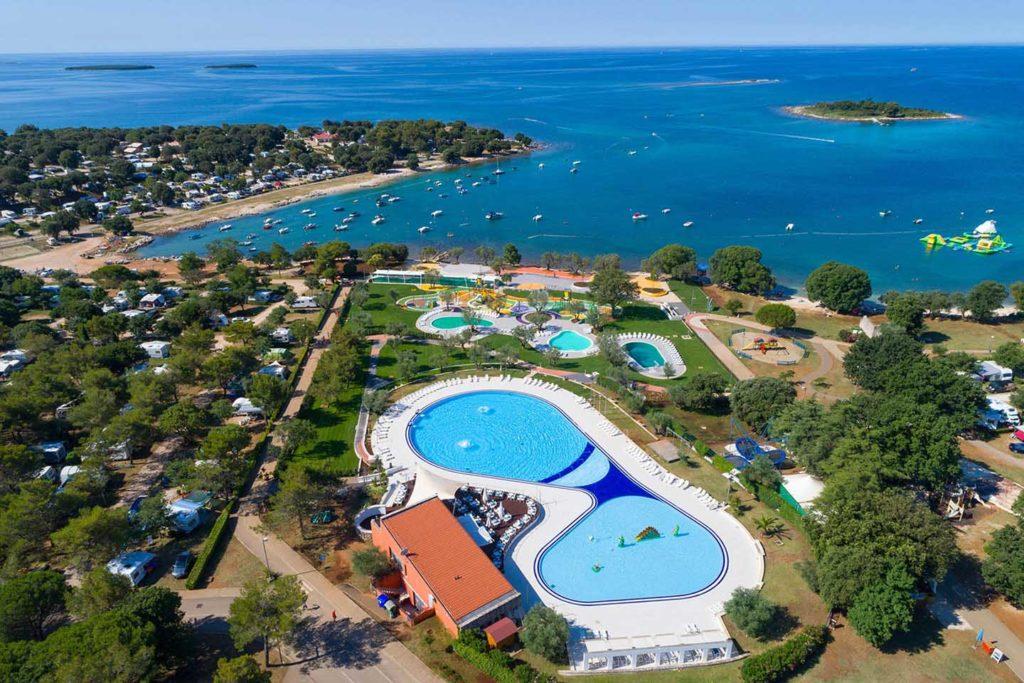 Campingplatz mit Poolbereich in Kroatien